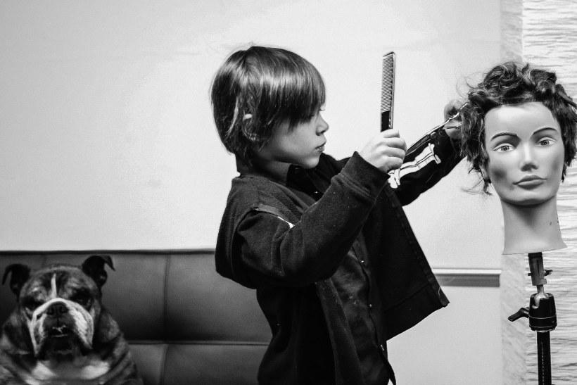 いつどうやって美容師の仕事を覚えるの?
