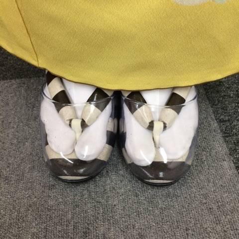 振袖を着た時に雨が降ったら草履カバーが便利