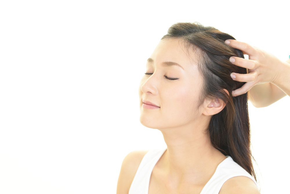 薄毛に効果大! 頭皮マッサージで地肌の血行促進