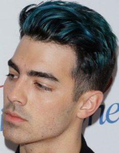 男20代【髪が青く光る】スリーブロックカットで輝くカラー