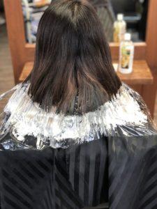 裾カラーのベース作りで染め直し。毛先4~5cmにブリーチ