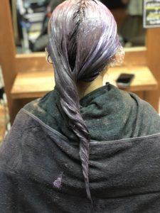 ヘアカラーが色落ちした茶髪の髪に、レッド系ベージュをオン