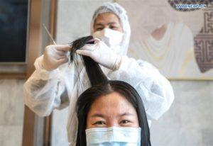 【コロナウイルス 】美容院が無料のヘアカットサービスも