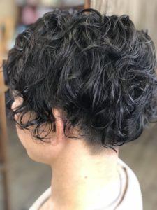 30代【メンズパーマ】黒髪です。動く毛先で軽く見せれる?