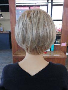 【髪が跳ねる】自分でも簡単。コテでブリーチ毛にツヤ