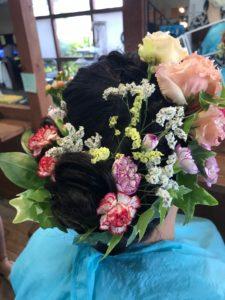 成人式の髪型に合う生け花
